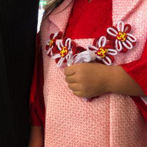 3歳の七五三詣りで緊張気味のお姫様。