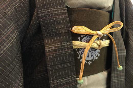 大島紬に羽織をお召しになって新年のご挨拶まわり。