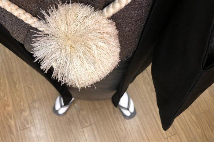 白足袋に黒紋付の羽織で身も心も改めて。