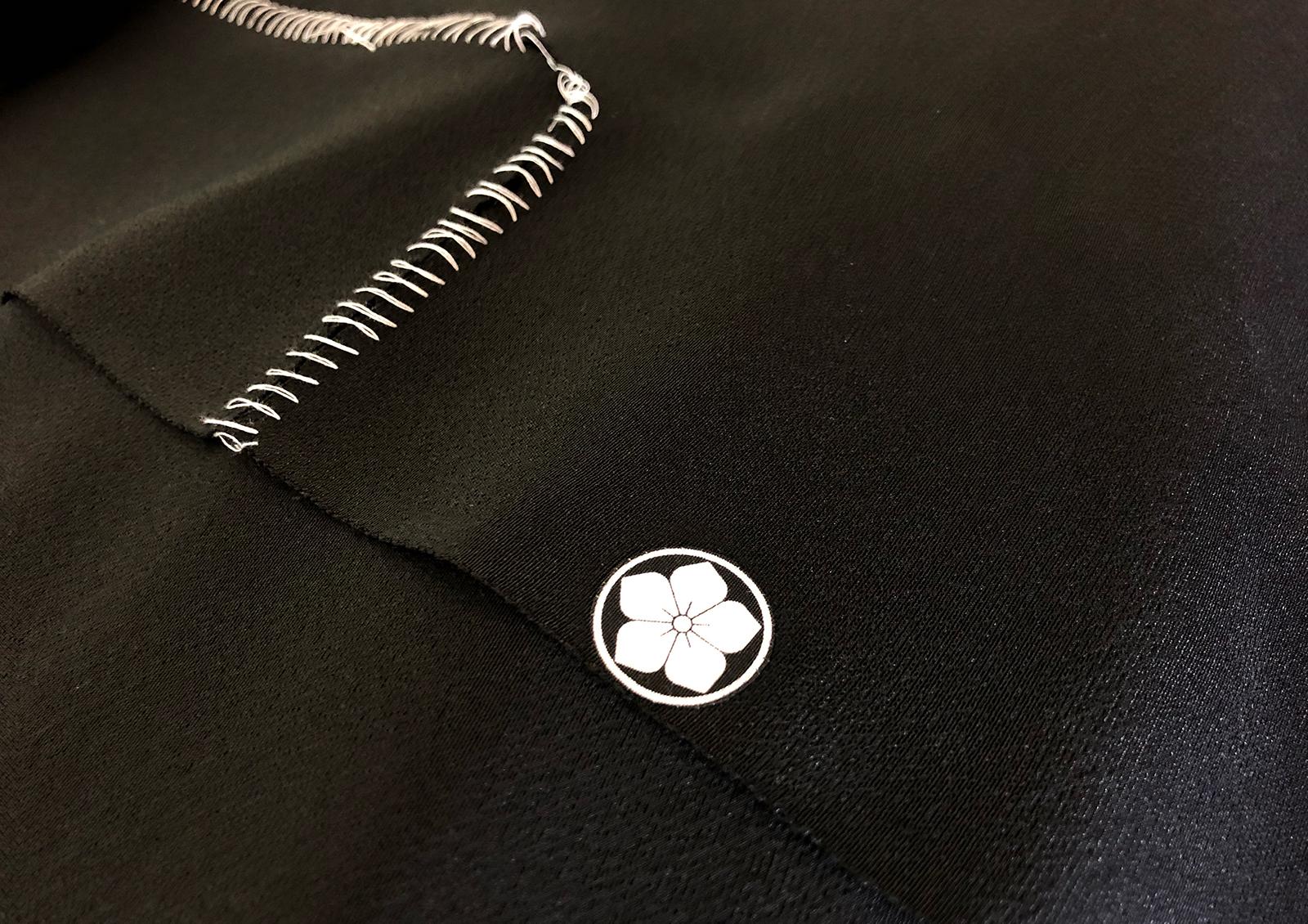 「糸輪に桔梗」の貼り紋。とは気づかれないのでは?