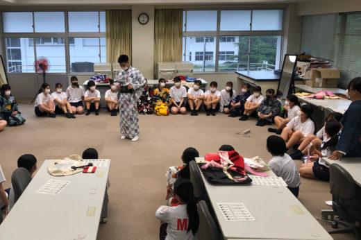 地元の高校生への着付レッスン授業のひとコマ。