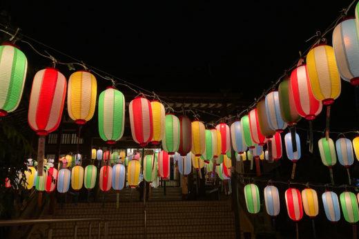 近くのお寺に飾ってある供養提灯。